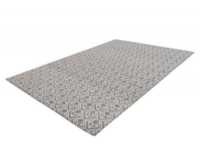 Уличный ковёр: ненужная роскошь или оправданная необходимость?